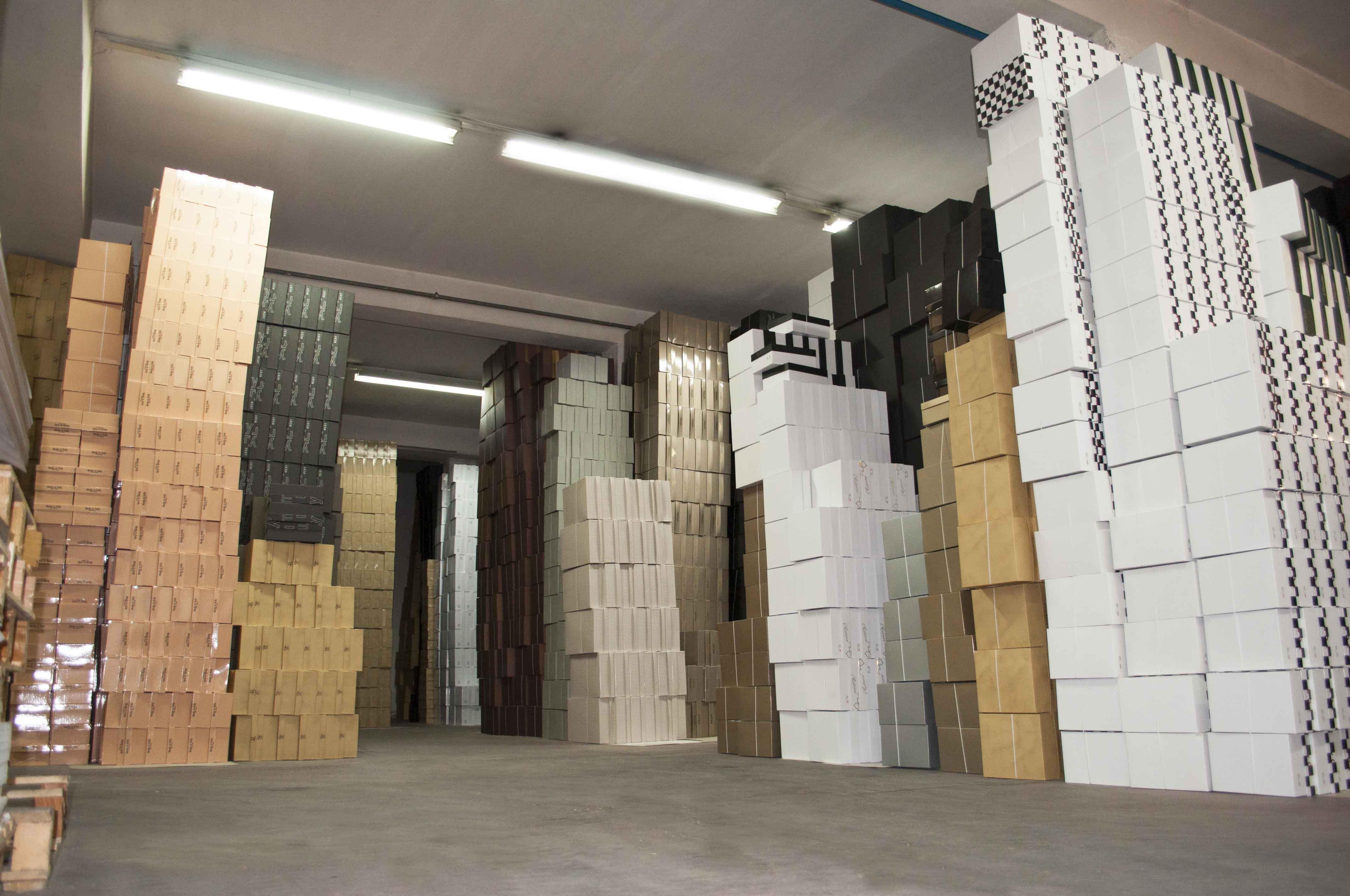 Magazzino-scatole-2_full